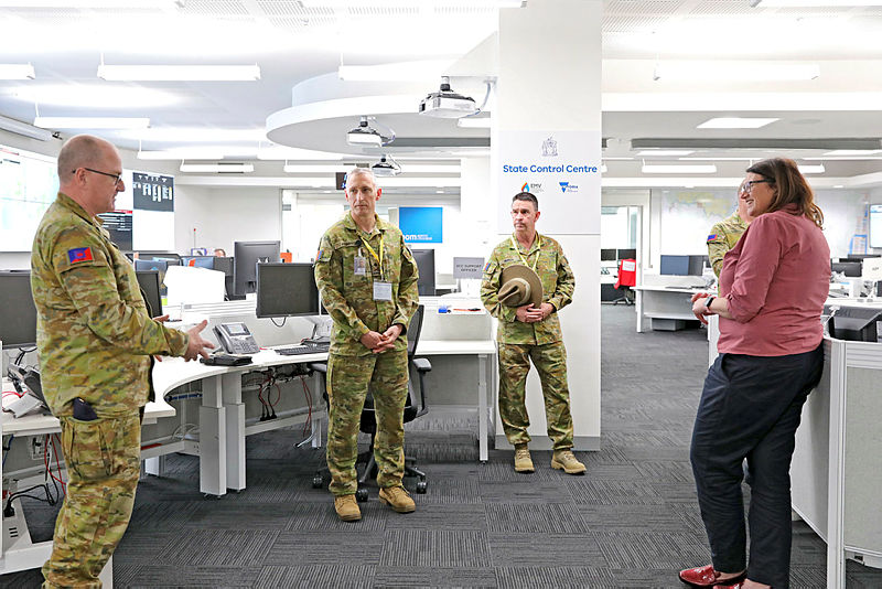 The Commander of Joint Task Force 629, Major General Paul Kenny, DSC, DSM, and Warrant Officer Class One Darren Murch, OAM, meet with Defence and civilian staff at the State Control Centre, Victoria. Photo: Petty Officer Nina Fogliani