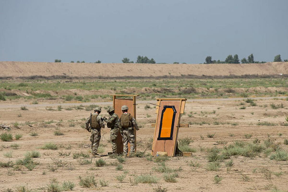New Zealand and United Kingdom Army soldiers prepare to conduct a door breach during engineer familiarisation training between Task Group Taji soldiers from the United Kingdom, New Zealand and Australia at the Taji Military Complex, Iraq.