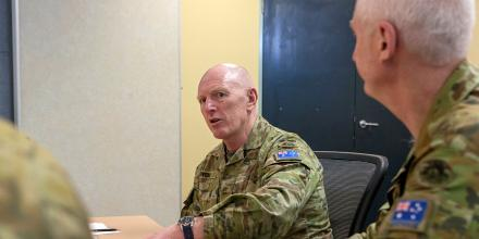 Commander of the Defence COVID-19 Task Force Lieutenant General John Frewen, updates members of Task Group 629.4 at Keswick Barracks, South Australia. Photo: Sergeant Bill Solomou