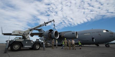 62nd Maintenance Squadron airmen and Royal Australian Air Force airmen work together to repair a RAAF C-17A Globemaster at Joint Base Lewis-McChord, Washington. Photo: USAF Airman 1st Class Sara Hoerichs