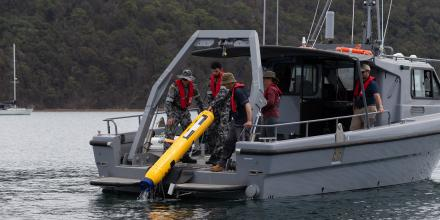 Defence personnel recovering a uninhabited underwater vehicle. Photo: Able Seaman Jarrod Mulvihill