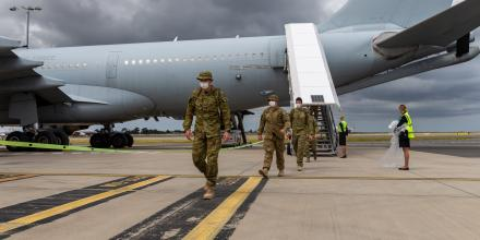 Soldiers from Townsville arrive at Sydney airport for Operation COVID-19 Assist. Photo: Leading Seaman Nadav Harel